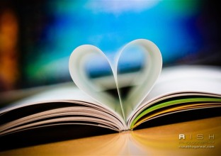 book-love_wallpaper_medium
