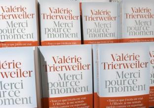 le-livre-de-valerie-trierweiler-merci-pour-ce-moment-a-ete-ecrit-11254341rgbud